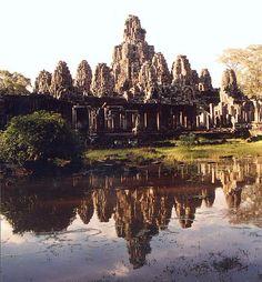 Temple bouddhique du Bayon, Angkor Thom (province du Siem Reap), fin du XIIe- début du XIIIe siècle. Règne de Jayavarman VII. Vue générale du sud-ouest.