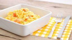 Roerei of scrambled eggs wordt op vele manieren gegeten. Dit ei recept lijkt veel op de traditionele scrambled eggs maar heeft een kleine twist waardoor het heerlijk zacht en romig smaakt. Roerei vindt zijn oorsprong in Engeland waar het vaak in het weekend wordt gegeten. De scrambled eggs zijn daar een onderdeel van het traditionele English breakfast, dat geserveerd wordt met worstjes, toast, bacon en witte bonen in tomatensaus.