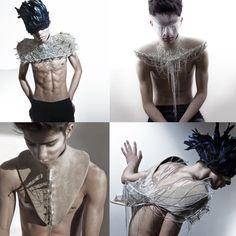 Jie Feng 2012 -  Jie Feng, quien para su proyecto de graduación, creó piezas unisex, explorando la relación entre la piel y la decoración. Para ello, cuenta una historia sobre el desapego de nuestra primera piel, sobre una evolución que nace a través de la transformación corporal, en la que se puede llegar a crear nuevas formas y siluetas.