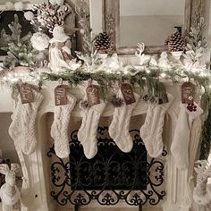 mhoppe ha añadido una foto de su compra Rose Gold Christmas Decorations, Christmas Fireplace, Christmas Mantels, Christmas Tree Inspiration, Navidad Diy, Elegant Christmas, White Christmas, Halloween, Mantles