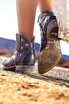 Women's Cowgirl Boots : Old Gringo Boots has some smokin' new boot styles for summer including the U. Old Gringo Boots has some smokin' new boot styles for summer including the United Short patriotic Cowgirl Boots, Western Boots, Short Cowboy Boots, Riding Boots, Cute Shoes, Me Too Shoes, Mode Country, Boho Shoes, Shoes