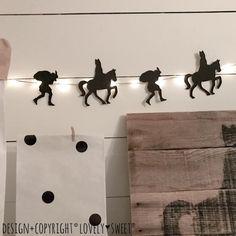 Sinterklaas Slinger Silhouet Sinterklaas & Zwarte Piet ! Super leuk met kleine lichtjes er achter :-) kijk in de shop voor nog heeeeel veeeel meer SInterklaas Decoratie ! Holiday Crafts, Nicu, Paper Crafts, Printables, Silhouette, Seasons, School, Creative, December