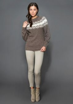 Genser med pattern by Olaug Beate Bjelland Knitwear Fashion, Fair Isle Knitting, Knitting Projects, Knit Crochet, Ravelry, Style Inspiration, Pullover, Womens Fashion, Sweaters