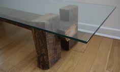 Madera recuperada y tabla de café de cristal. Mesa por TicinoDesign