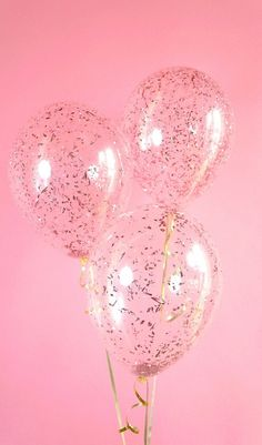 Take your party to a higher level with Rose Gold confetti balloons! Clear latex balloon filled with beautiful metallic rose gold confetti, Decoration Ballons Brilliantes, Glitter Ballons, Gold Confetti Balloons, Glitter Confetti, Pink Balloons, Balloon Balloon, Birthday Balloons, Glitter Backdrop, Glitter Top