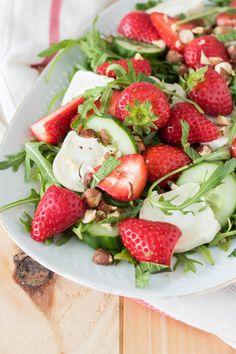 Salade met geitenkaas en aardbeien • Deb's Bakery & Kitchen Healthy Recepies, Healthy Salads, Low Carb Recipes, Diet Recipes, Tapas, Pasta Soup, Good Food, Yummy Food, Comfort Food