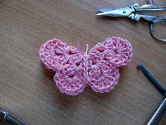 Attach to hair clips Crochet Garland, Crochet Decoration, Diy Crochet, Crochet Crafts, Crochet Baby, Crochet Butterfly Free Pattern, Crochet Patterns, Crochet Embellishments, Diy Butterfly