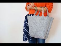 MINI TUTORIAL - Borsa in feltro | Scuolaufficio - YouTube Diy Tote Bag, Tote Purse, Clutch Bags, Kurti Designs Party Wear, Simple Bags, Easy Bag, Bag Patterns To Sew, Sewing Projects For Beginners, Purses And Bags