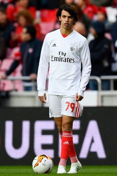 Joao Felix of Benfica looks on during his warm up prior to the UEFA. Soccer Guys, Soccer Stars, Football Soccer, Football Players, Benfica Wallpaper, International Champions Cup, World Soccer Shop, Football Images, Real Madrid Football