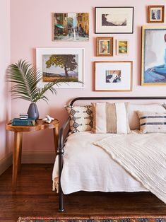 Small Guest Bedroom parts can add a contact of favor and design to any home. Small Guest Bedroom can mean many things to many people, however all of them point… Small Guest Rooms, Guest Bedrooms, Boy Bedrooms, Bedroom Furniture, Bedroom Decor, Teen Bedroom, Daybed Bedroom Ideas, Furniture Ideas, Daybed Ideas