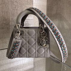 Image about dior in shoes/ bags👜👠 by Mariah Jessica Dior Handbags, Fashion Handbags, Purses And Handbags, Fashion Bags, Dior Bags, Luxury Purses, Luxury Bags, Cristian Dior, Sacs Design