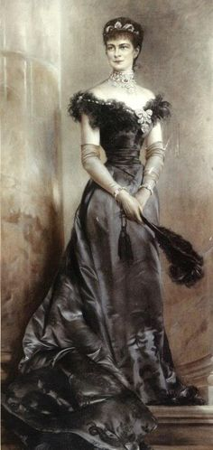 Sisi wearing an evening gown by anonymous, ca 1890 Austria. Empress Elisabeth of Austria (due to the movie also known now as Sissi, 1890s Fashion, Royal Fashion, Victorian Fashion, Vintage Fashion, Austria, Empress Sissi, Kaiser Franz, Belle Epoque, Fashion History