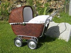 Pram Stroller, Baby Strollers, Silver Cross Prams, Vintage Pram, Prams And Pushchairs, Old Baskets, Dolls Prams, Baby Buggy, Baby Prams