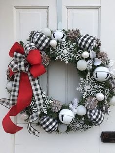 Check out our pick of Christmas door decorations! We have all sorts of Christmas door wreaths, so you will definitely be able to find the best one. Christmas Ornament Wreath, Christmas Wreaths To Make, Christmas Door, Holiday Wreaths, Christmas Holidays, Christmas Crafts, Black Christmas, Frozen Christmas, Christmas Ideas