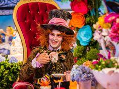 Um Mundo Lúdico Foi Criado Para Que As Crianças Mergulhassem De Cabeça No Universo Da Festa Alice No País Das Maravilhas.