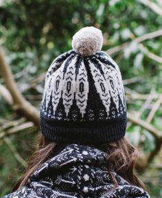 icelandic knit pom hat / new