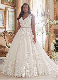 Buy discount Graceful Tulle V-neck Neckline Ball Gown Plus Size Wedding Dresses With Lace Appliques at Dressilyme.com
