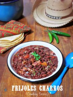 Frijoles Charros / Rancheros {Cowboy Beans} via La Cocina de Leslie #SundaySupper