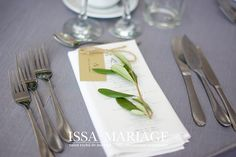 Flower Decorations, Napkins, Restaurant, Tableware, Kitchen, Flowers, Dinnerware, Cooking, Dinner Napkins
