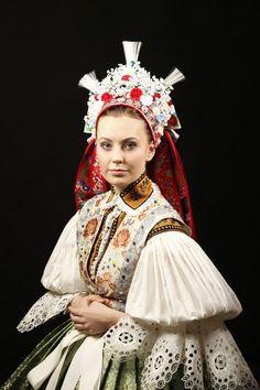 Accompanying a Kroj, Folk Headwear Mega Fashion, Folk Fashion, Fashion Fabric, Folk Clothing, Historical Clothing, Traditional Fashion, Traditional Outfits, Popular Costumes, Traditional Wedding Dresses