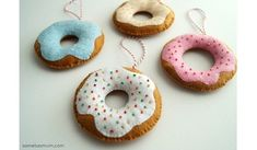 Sprinkle donuts are the best treats! Anorina from Samelia's Mum shares a free pattern for making felt donut Christmas tree ornaments. They are so cute with their seed bead sprinkles! My dau… Popsicle Stick Christmas Crafts, Christmas Crafts For Toddlers, Xmas Crafts, Diy Christmas Gifts, Handmade Christmas, Christmas Tree Ornaments, Ornament Crafts, Felt Christmas, Felt Ornaments