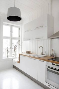 Scandinavian kitchen decor belongs to the most perfect decorations for a modern kitchen. We have a collection of Scandinavia kitchen decor ideas to consider. Scandinavian Kitchen Renovation, Kitchen Interior, New Kitchen, Kitchen Decor, Kitchen White, Kitchen Ideas, Kitchen Small, Scandinavian Benches, Kitchen Remodeling