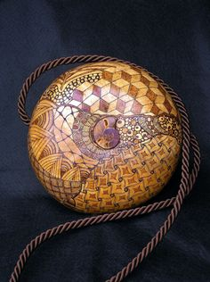 The purse was made of gourd.
