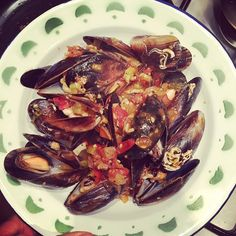 Mussels have the most impressive nutritional profile of all shellfish - high levels of zinc, B-12, Vit C, omega-3, iron, folic acid and protein to name a few. And they are sustainable and affordable! ❤️ These were so delicious!