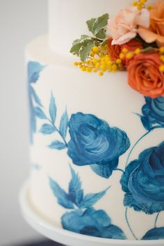 Modern + Preppy Wedding with Navy Blue and Tangerine - www.theperfectpalette.com - Color Ideas for Weddings +Parties