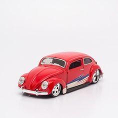Miniatura Volkswagen Fusca Vermelho - Beetle - Maisto - 1:24. Diversas opções me miniaturas de carros e motos da marca Maisto. Acesse nosso site e veja nossa coleção.