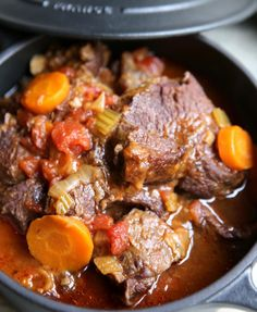 Braised beef cheeks in red wine - apéro - Meat Recipes Greek Recipes, Meat Recipes, Cooking Recipes, Healthy Dinner Recipes, Snack Recipes, Beef Cheeks, Food Porn, My Best Recipe, Slow Cooking