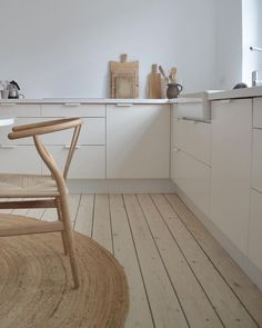 House Tour: Mixing Scandinavian Style and Pastels in a Kiev Apartment lovely neutral, scandinavian interior design. Scandinavian Kitchen, Scandinavian Interior Design, Nordic Kitchen, Scandinavian Style Home, Decoration Inspiration, Interior Inspiration, Decor Ideas, Kitchen Interior, Kitchen Decor