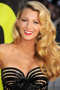 Blake Lively's Hollywood retro curls gorgeous and glam. Curly Hair Styles, Hair Styles 2014, Long Curly Hair, Long Hair With Bangs, Vintage Curly Hair, Prom Hairstyles For Short Hair, Retro Hairstyles, Celebrity Hairstyles, Blake Lively Hairstyles