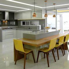 3 Simple Improvement Ideas For Your Kitchen Space – Home Dcorz Kitchen Room Design, Diy Kitchen Decor, Best Kitchen Designs, Interior Design Kitchen, Plafond Design, Modern Kitchen Interiors, New Kitchen, Island Kitchen, Kitchen Tables