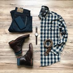 Loving the color scheme.  Great @filson shirt and boots.  Nice combo from @lahmansbeard  Follow @runnineverlong on Instagram for more inspiration