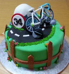 Una tarta para Marc un forofo de las bicis y las rutas por montaña! Los pequeños detalles hacen que una tarta sea realmente especia... 21st Birthday Cake For Guys, 21st Cake, Bicycle Cake, Bike Cakes, Cakes To Make, How To Make Cake, Mountain Bike Cake, Sport Cakes, Easy Cake Decorating
