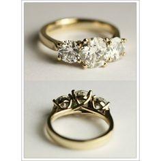 Yellow Gold Ring with three Diamonds