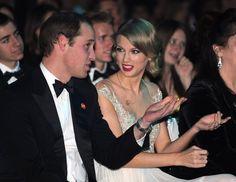 Pin for Later: Wenn Welten aufeinander prallen: Promis begegnen den Royals  Taylor Swift saß neben Prinz William bei einer Gala in London im November 2013.