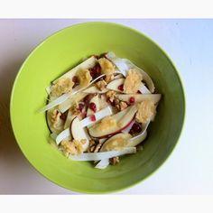 Insalata di sedano rapa, mele, cranberries e cialde di parmigiano | Vita su Marte