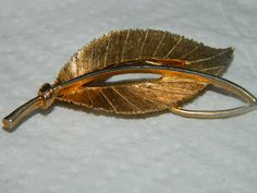 Vintage 1970's Jewelry Leaf Fall Leaves  Brooch by TheIDconnection