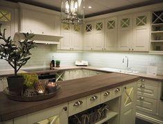 Sentrum Bygg AS (@sentrumbygg) • Instagram-bilder og -videoer Kitchen Cabinets, Decor, Kitchen, Home, Cabinet, Home Decor