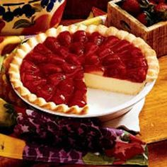 Strawberry Cream Pie Recipe- Recipes I found this recipe in a very old cookbook and made it for a family picnic. The pie was gone in no time. It's a perfect summertime treat. Strawberry Cream Pies, Strawberries And Cream, Strawberry Recipes, Strawberry Custard Pie Recipe, Strawberry Cheesecake, Just Desserts, Delicious Desserts, Yummy Food, Pie Dessert