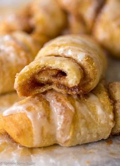 Cinnamon Roll Crescents - Sprinkle Some Sugar. Use organic crescent rolls Breakfast Dishes, Breakfast Recipes, Breakfast Dessert, Breakfast Casserole, Crescent Roll Recipes, Crescent Cinnamon Rolls, Pilsbury Crescent Recipes, Crescent Dough, Dessert With Crescent Rolls