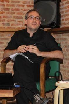 "Entrevista a Daniel J. García, autorx de ""Rara avis. Teoría queer impolítica"". Eduardo Nabal   Parole de Queer, 2016-11-02 http://paroledequeer.blogspot.com.es/2016/11/rara-avis-editorial-melusina.html"