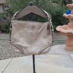 🎉2xsHP🎉💯AUTHENTIC COACH HOBO Great size brand new in mint condition this bag is gorgeous 💥firm💥 Coach Bags Hobos