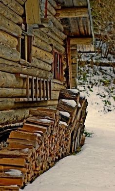 :D ❤️ Winter cabin -> Wood stove! Snow Cabin, Winter Cabin, Cozy Cabin, Log Cabin Homes, Log Cabins, Rustic Cabins, Chamonix Mont Blanc, Little Cabin, Mountain Living