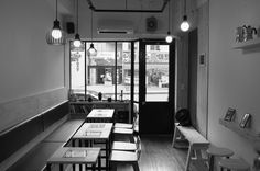흑백으로 찍어본 카페봉봉 내부사진