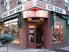 Old school soda fountain and ice cream. Queens Food, Queens Nyc, Queens New York, Forest Hills Queens, Ridgewood Queens, Rego Park, New York Summer, New Pizza, New York Food