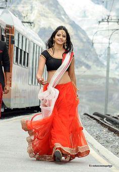 Gorgeous Rakul Preet Singh Smile, Style, Wallpaper, photoshoot, etc. Beautiful Girl Indian, Most Beautiful Indian Actress, Beautiful Saree, Simply Beautiful, Beautiful Bollywood Actress, Beautiful Actresses, Hot Actresses, Indian Actresses, Saree Photoshoot
