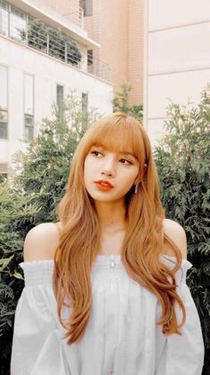 There are four members in K-Pop band, Blackpink. Lisa Bp, Jennie Blackpink, Lisa Blackpink Wallpaper, Black Pink Kpop, Blackpink Members, Culture Pop, Blackpink Photos, Blackpink Fashion, Blackpink Jisoo